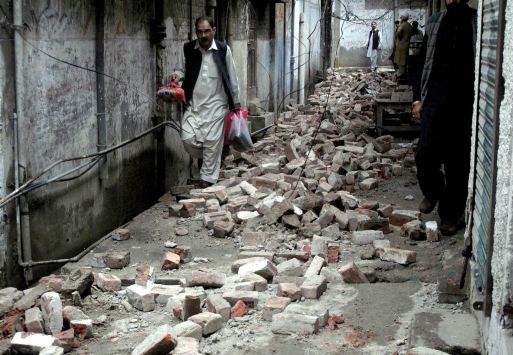 151026-earthquake-damage-pakistan-mingora-yh-0917a_608d071c0eaeb217748ae4f99591460d.nbcnews-ux-2880-1000