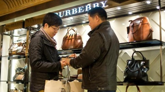 Chinese-shoppers-in-London-568x319