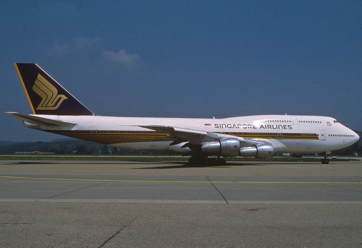 ایک دہائی بعد 747 کو ایک مرتبہ پھر جدید ترین انجن اور دوسری منزل پر زیادہ وسعت کے ساتھ بنایا گیا۔ یہ ورژن 300 کہلایا