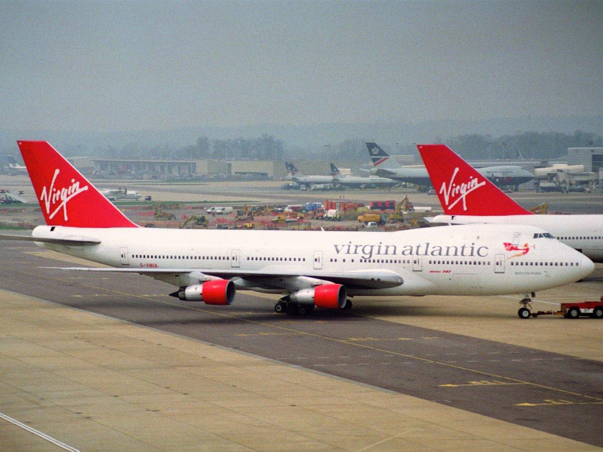 پہلی جدت کے بعد جاری کیا گیا بوئنگ 747-100طیارہ