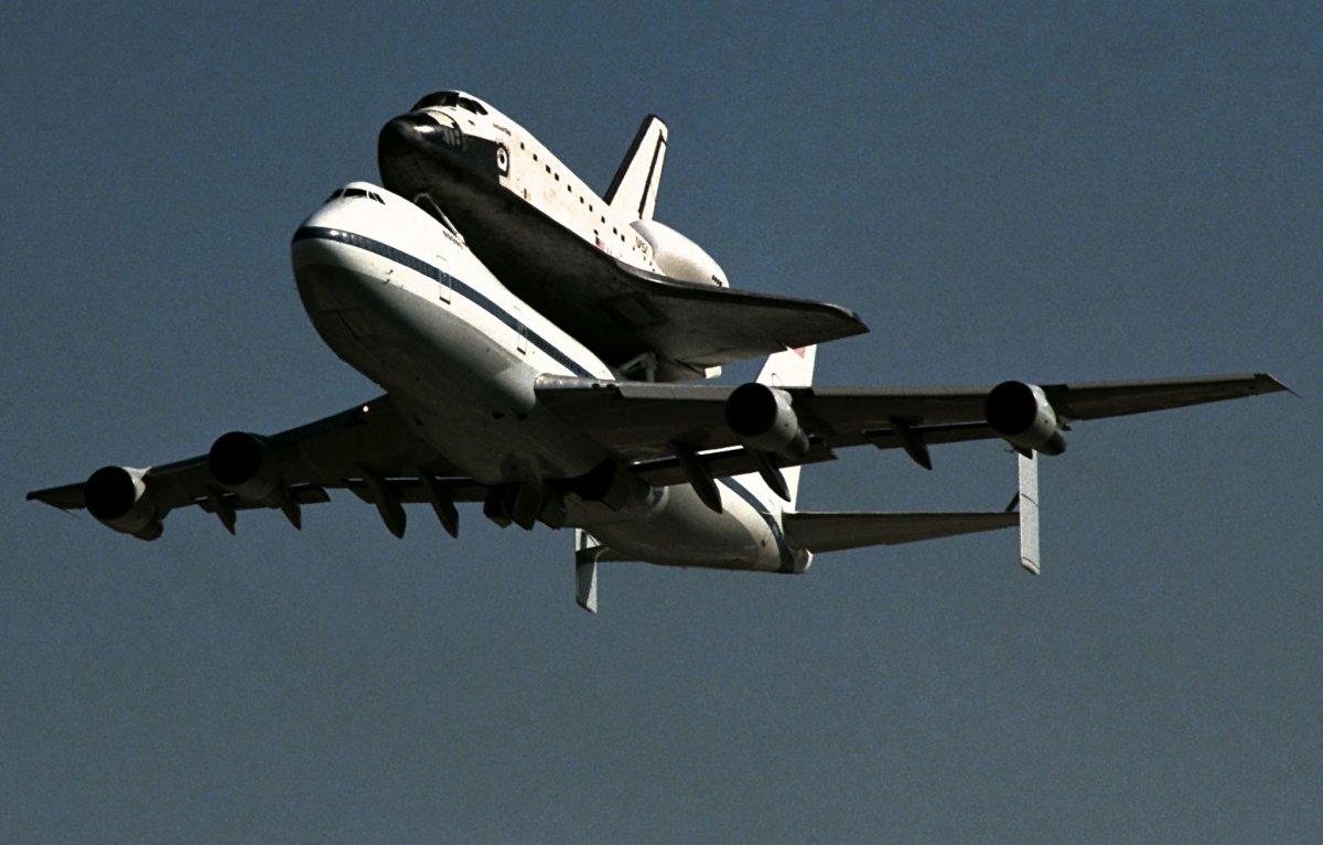خلائی شٹل کو ایک مقام سے دوسری جگہ پہنچانے والا بوئنگ 747