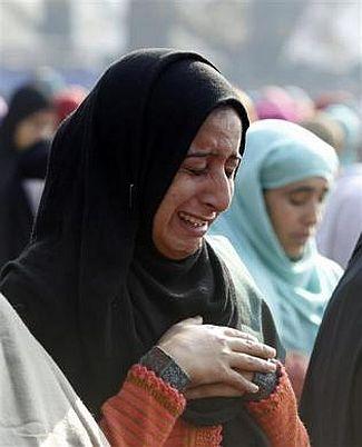 kashmiri-woman-eid-prayer